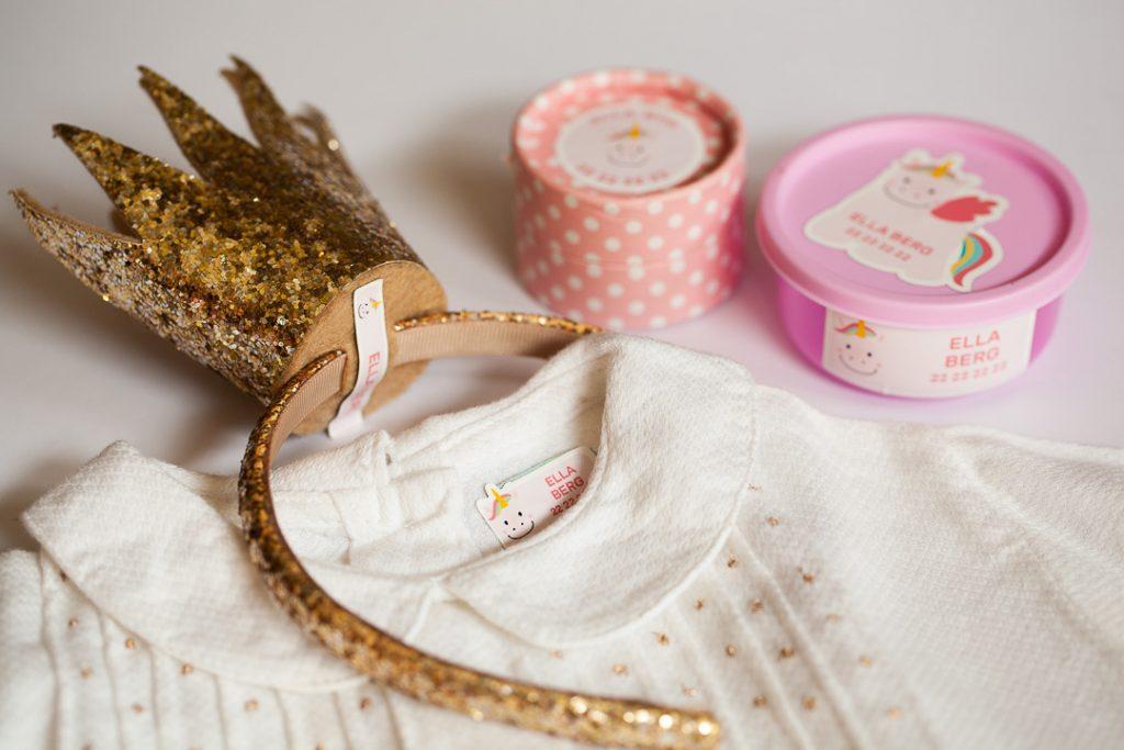 Klær og prinsessekrone til barn med strykefrie navnelapper med enhjørning